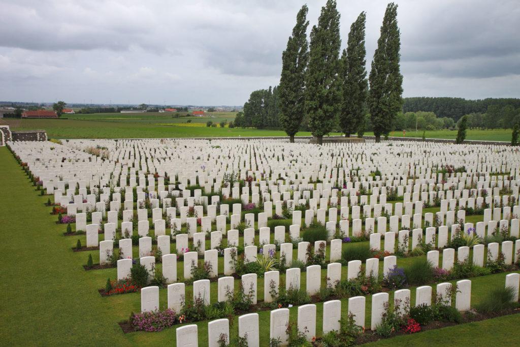 Phot of many white gravestones: Tyne Cot WW1 Cemetery